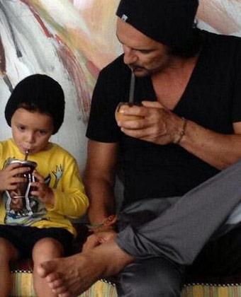 Ricardo Arjona Drinking Yerba Mate
